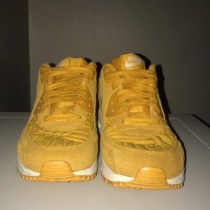 Super cute Nike AIR MAX shoes